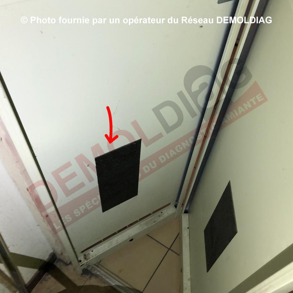 162-05-Plaques-antivibratiles-contenant-de-l'amiante-porte-de-placard